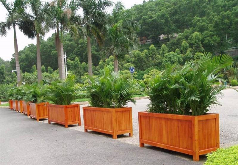 PVC花箱與防腐木花箱的優缺點比較。