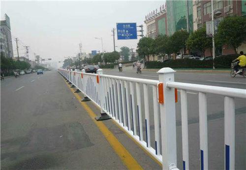 西安市政护栏现场施工图!