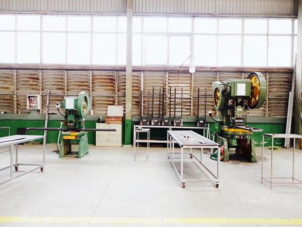 成都不锈钢门套生产设备展示