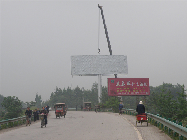 西藏單立柱廣告牌案例
