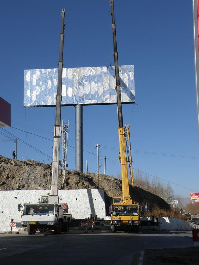 淺析成都單立柱廣告牌對于單立柱制作安裝場地的選擇重點
