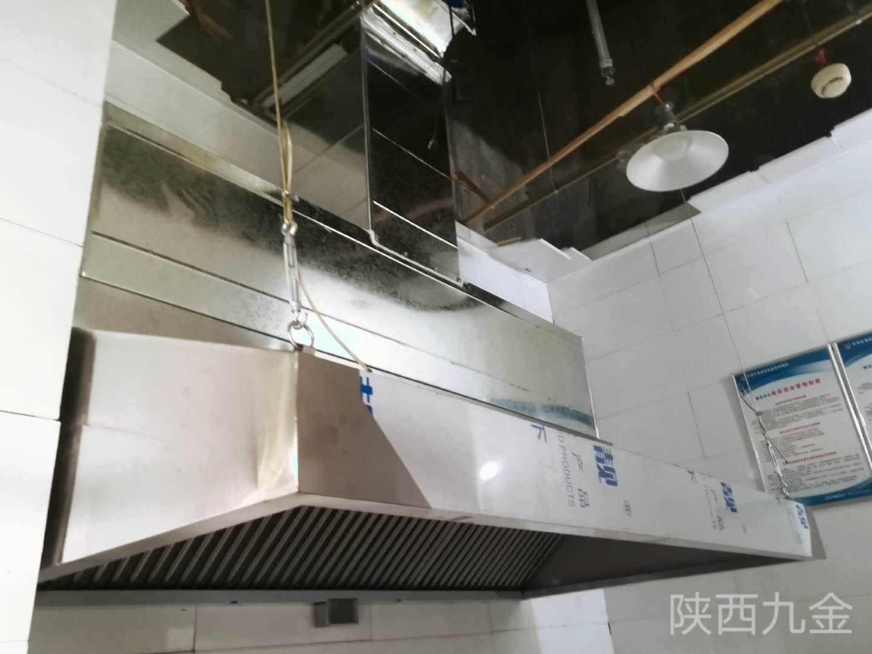 长安区郭杜北街翠提湾烧烤厨房净化排烟施工案例