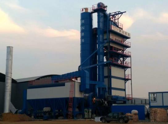 陕西沥青搅拌设备被应用于远拓路桥工程公司的施工现场