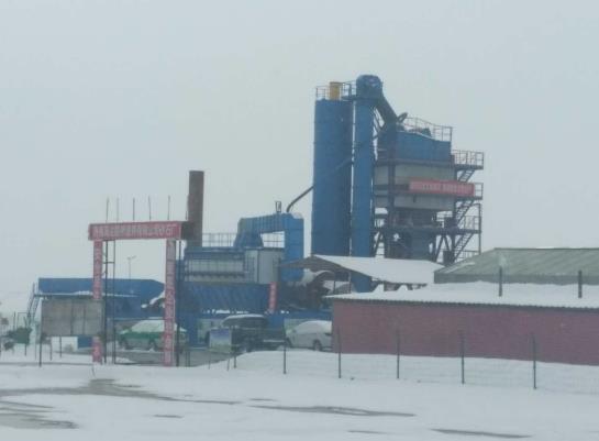 陕西沥青厂拌设备被应用于海达路桥建养公司的施工现场