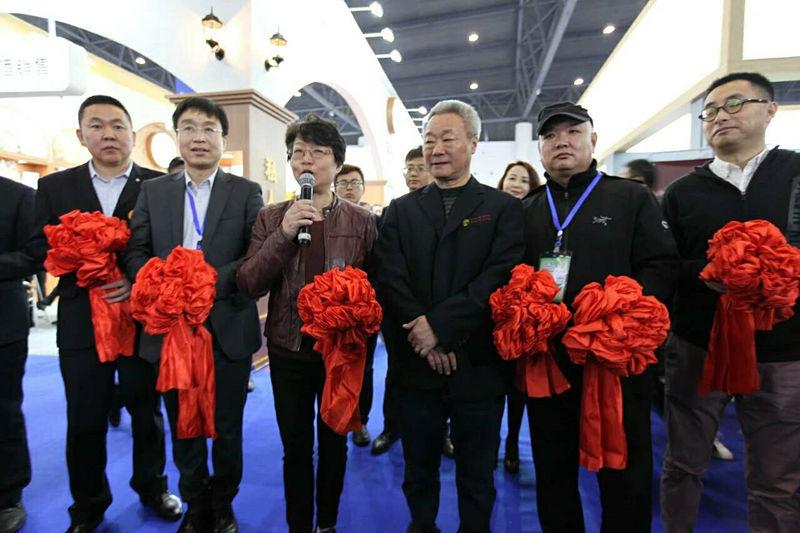 红寺堡酒庄营销总监姜茂才参加剪彩仪式