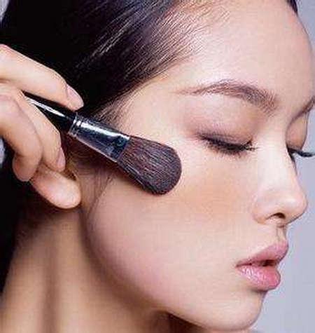 女生化妆都需要什么化妆品和化妆工具?