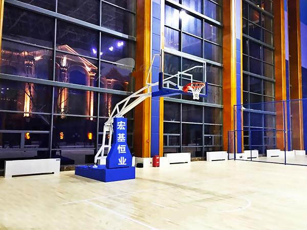 篮球架在安装的时候要根据场地的类型来选择