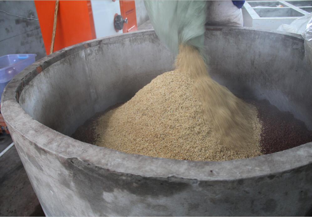 乳高粱白酒原料浸泡