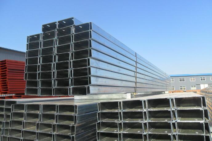 陕西彩钢C型钢堆放