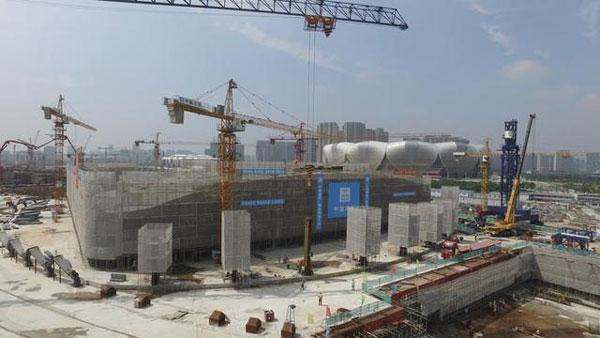 亚运主题游泳馆屋盖钢结构完成首吊