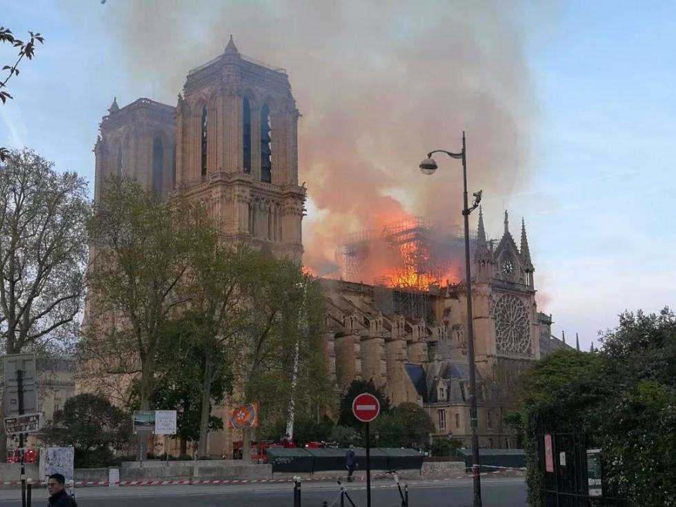大火中的希望,期待历史遗迹浴火重生