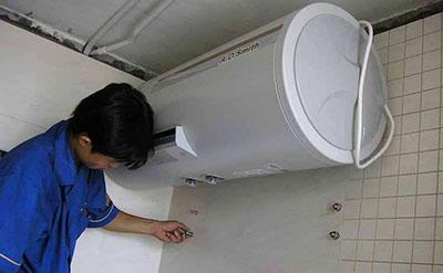 热水器维修现场