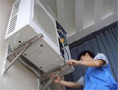西安空调维修现场