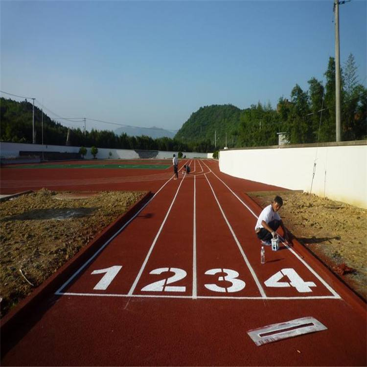 体育app万博靠谱吗的塑胶跑道适合用哪种材料好呢?