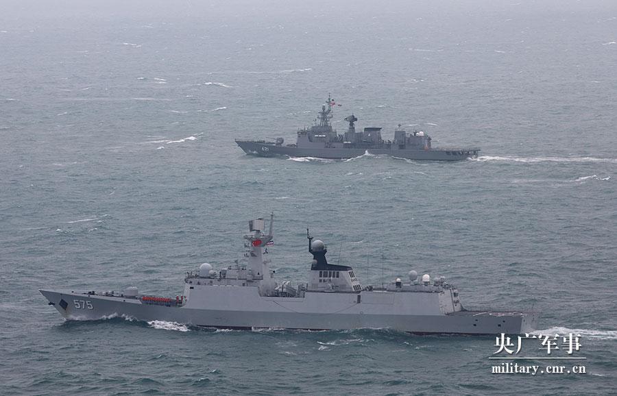 中泰海军舰艇编队组织主炮对海实弹射击训练