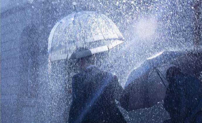 """陕西查处""""保护伞""""问题1330个,5名厅局级干部被追责"""