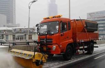久维通双桥自卸卡车改装除雪滚刷某单位工作状态