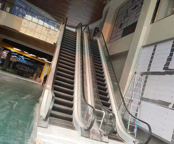 南充不夜城電梯安裝展示