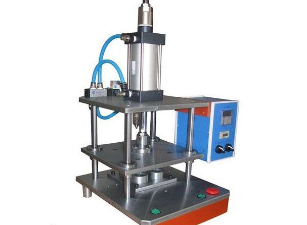 你知道怎样更好的发挥四川热熔胶涂布机的作用吗?
