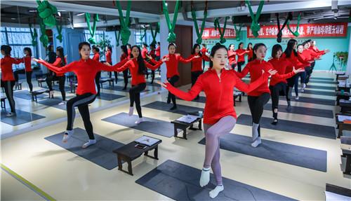 零基础瑜伽教练培训寒暑假班