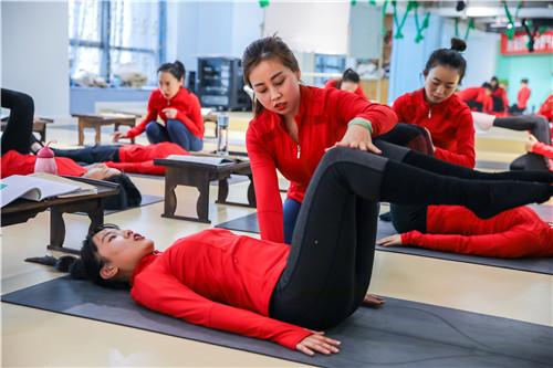 瑜伽教练班培训,选圣珈瑜伽