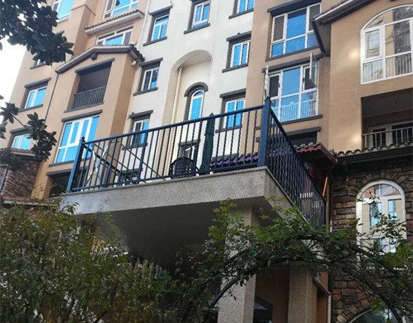 丰森铁艺为客户安装的陕西阳台护栏!