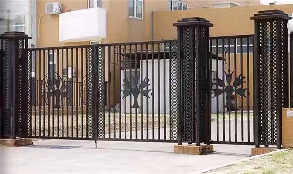 关于铁艺围栏在安装的时候需要注意那些问题?丰森铁艺小编为大家分享!