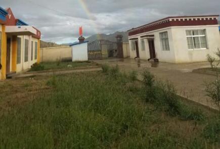 西藏日喀则市定日县大礼堂