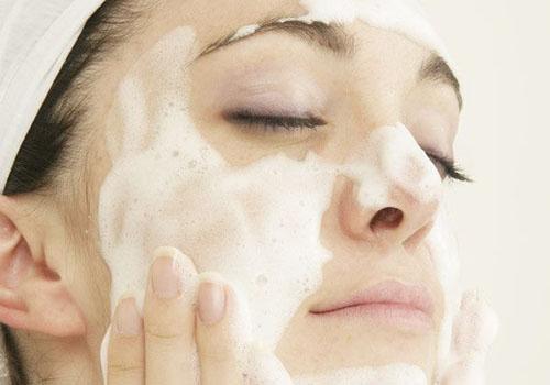 你不知道的小知识:洗面奶要根据不同的肤质判断是否早晚都要用