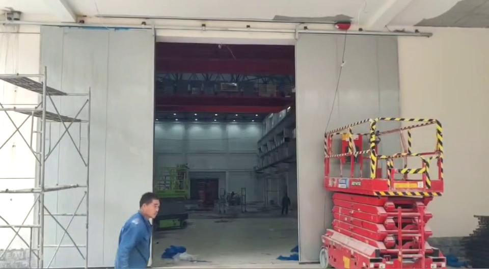 新乡客户的工业电动推拉门已装好,看看效果吧!