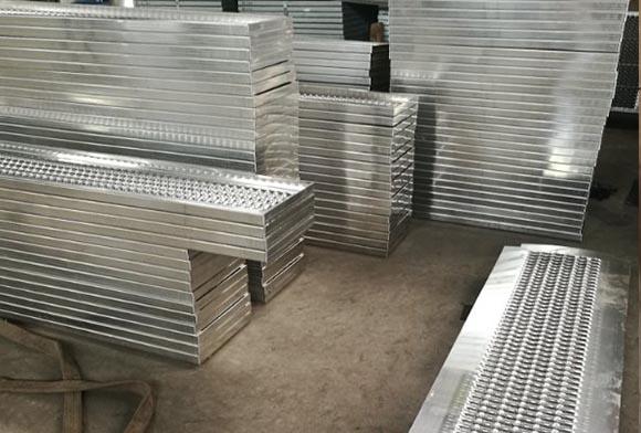 西安快喵官网下载app金属制品小编给大家带来选择铝合金防滑铝板方法