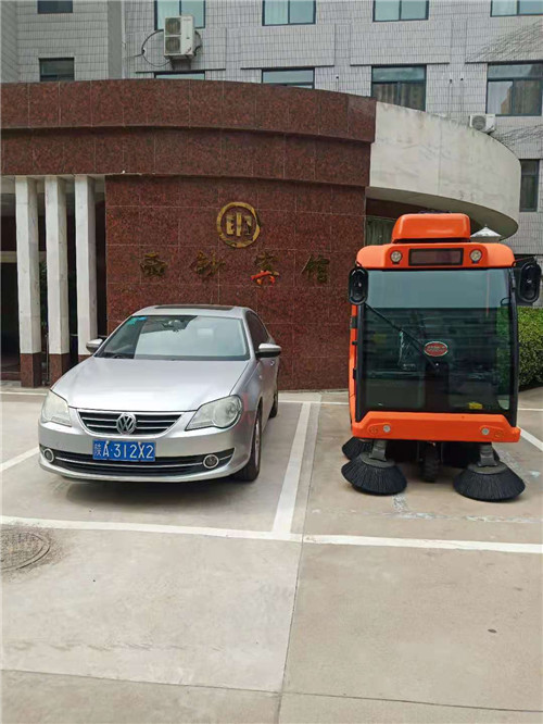 柯阳环保电动扫地车与溪超物业合作