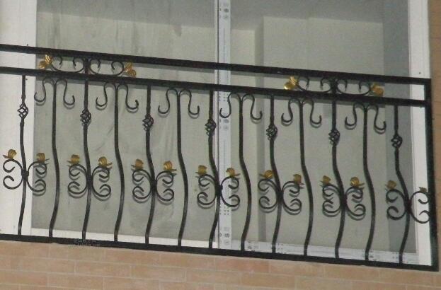 浅谈成都铁艺栏杆的翻新过程