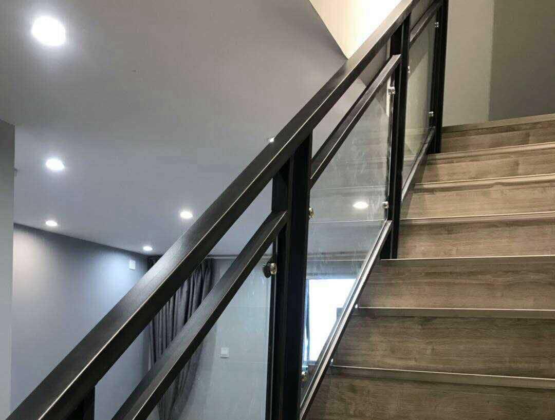南充玻璃楼梯厂家
