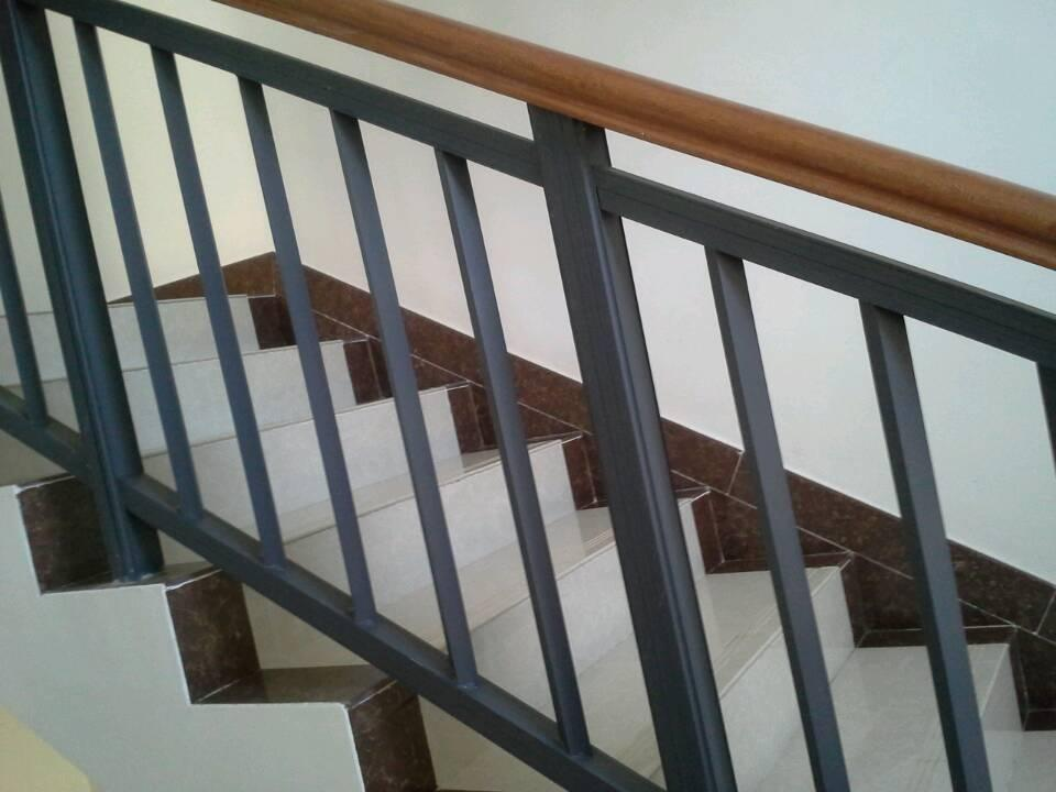成都铁艺楼梯扶手