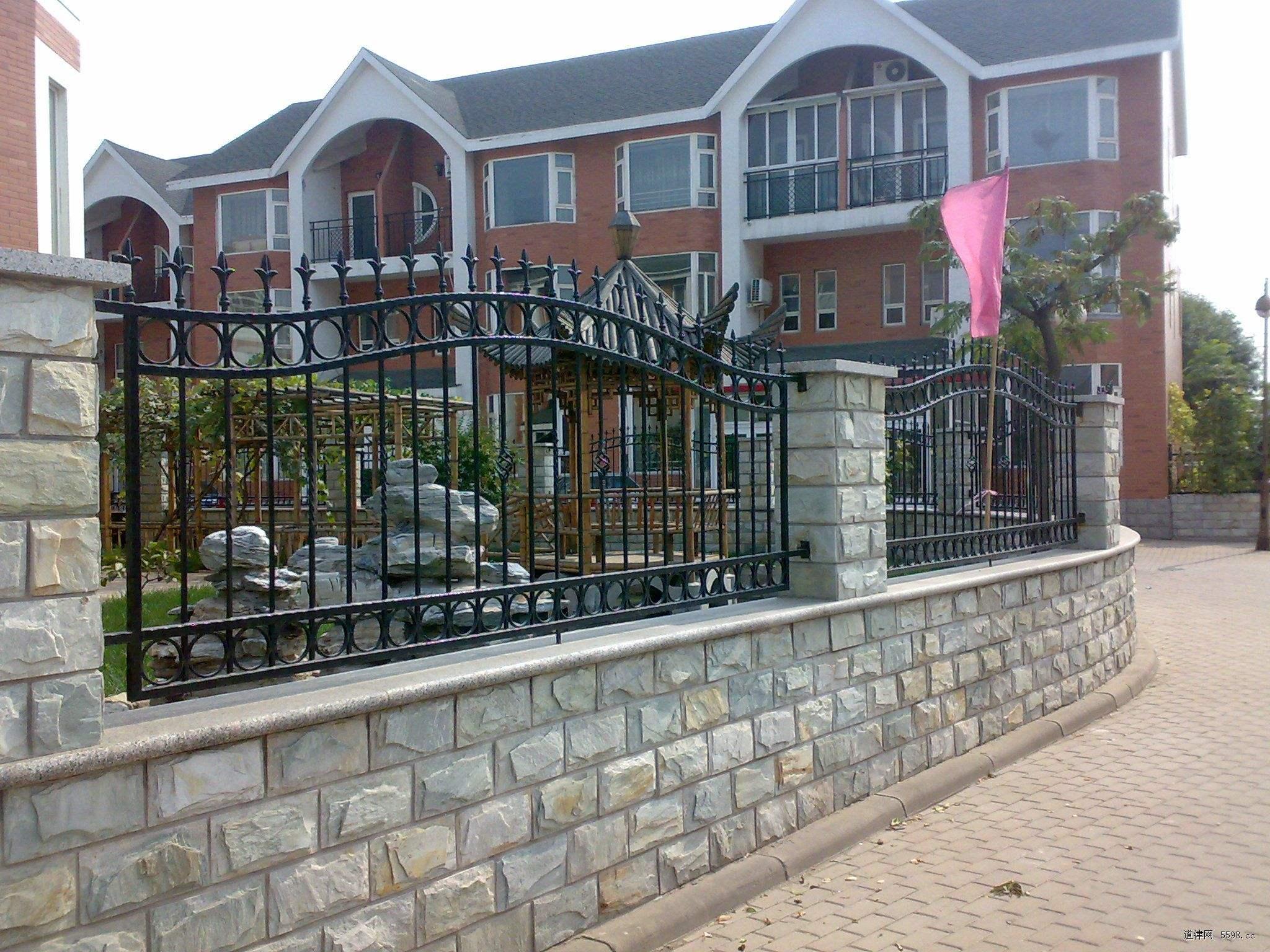 平时成都铁艺围栏如何维护?