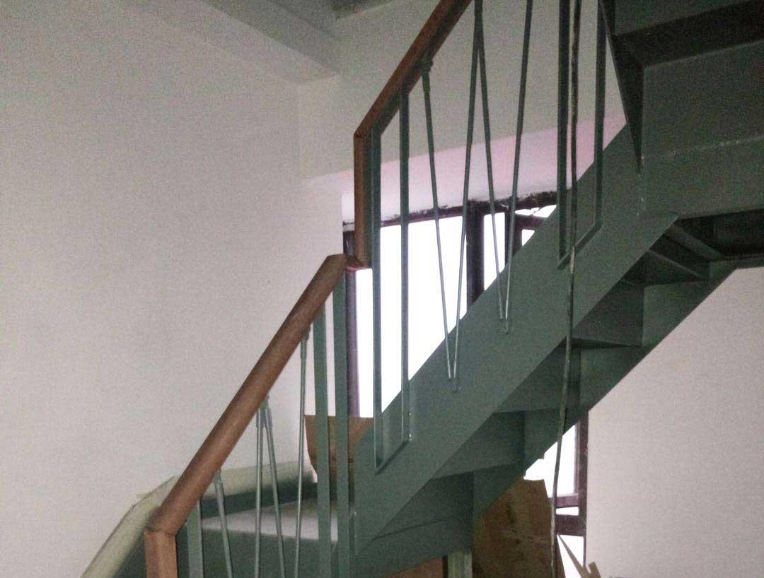 成都铁艺楼梯扶手安装