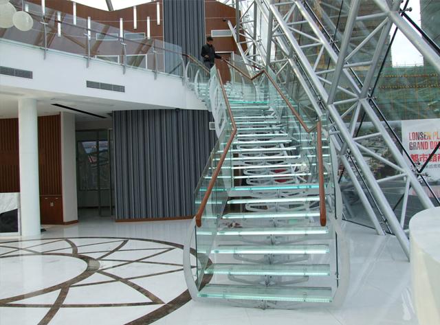 关于楼梯的力学结构,成都玻璃楼梯厂家与你分享