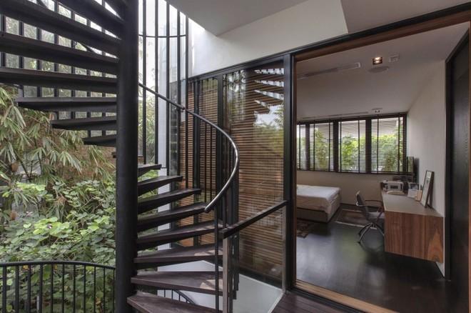 亲们,原来成都中柱旋转楼梯原来是这样安装的!快看看你家工人做对了没?