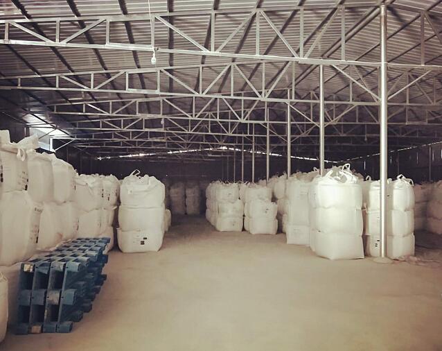 西安石英砂开采厂给合作伙伴供给石英砂产品