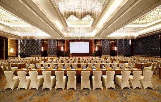 黃岡維也納酒店多媒體大廳LED大屏和舞臺燈光音響系統