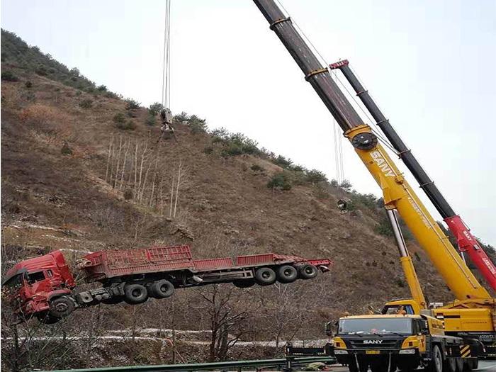 陕西大型设备租赁高速救援抢险案例