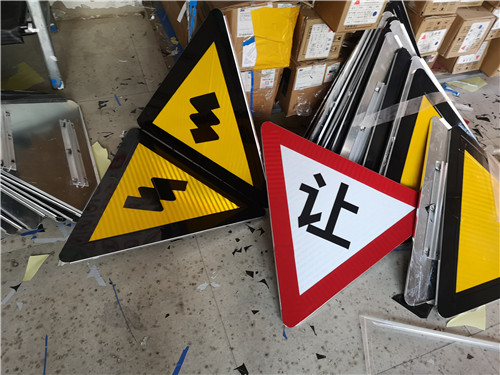 河南道路标志牌