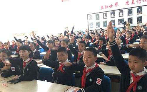 上海科技馆与新疆科技馆、乌鲁木齐市科技馆联合举办科普教育进校园活动