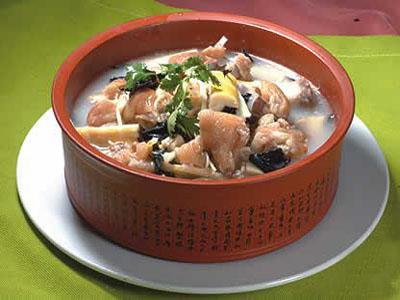 炖豆腐猪蹄香菇