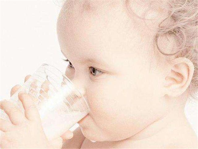 春季宝宝多喝水