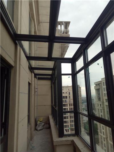 鋁合金門窗因為其輕便耐用的特點迅速占領了家裝市場