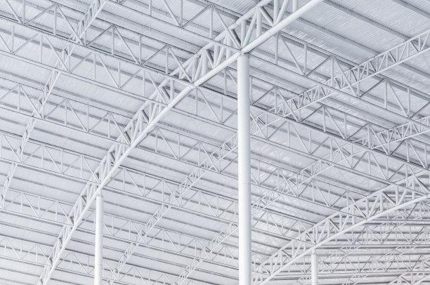 设计钢结构厂房时应考虑哪些因素?
