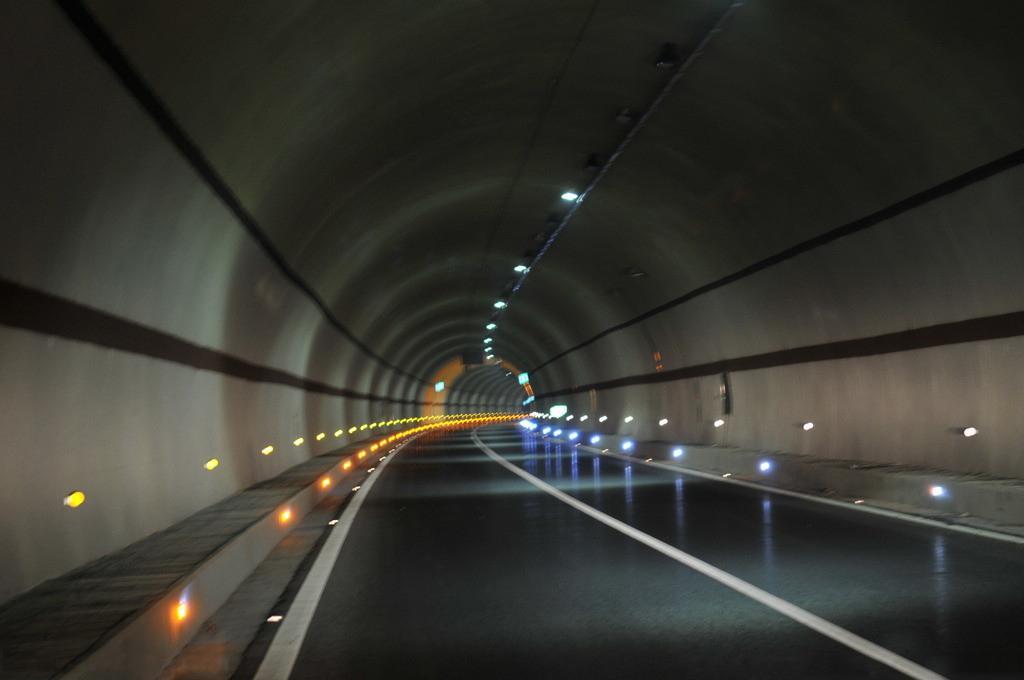 车在隧道出故障 可用隧道紧急电话