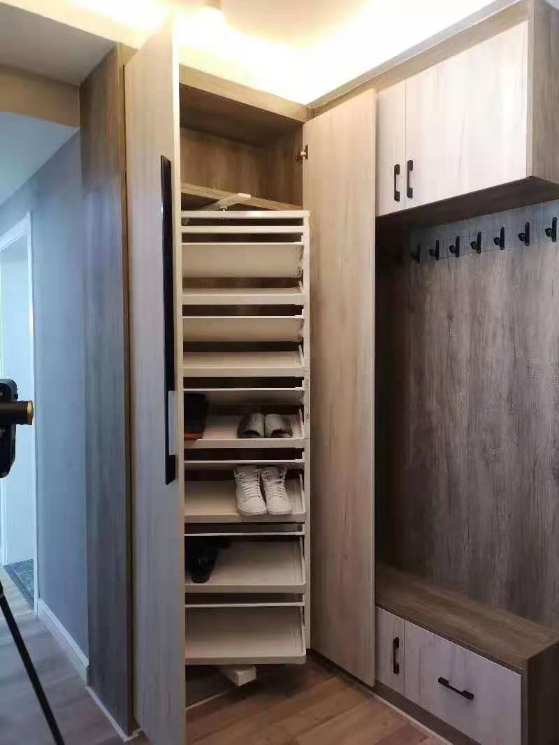 设计师为某业主量身设计的玄关橱柜